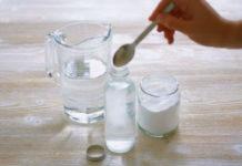 Поставьте стакан воды с солью и уксусом в любое место в Вашем доме