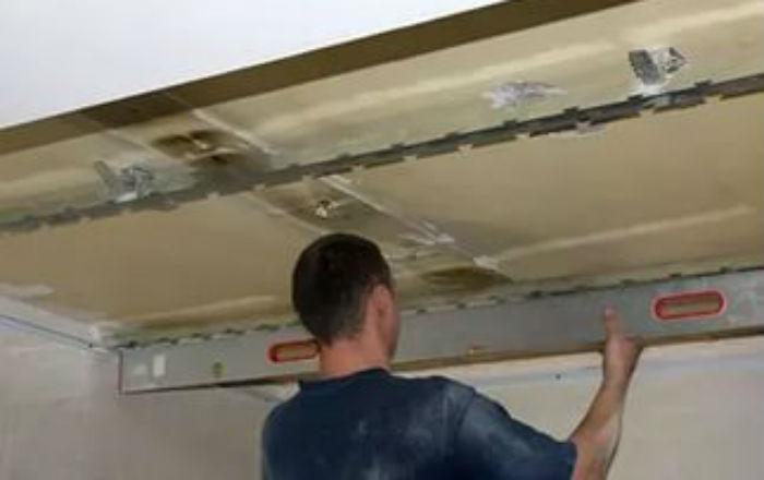 Как снять подвесной потолок
