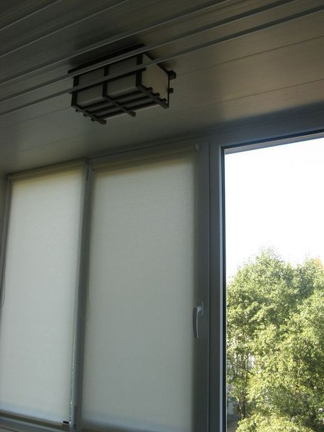 kuxnya-s-xolodilnikom-na-balkone-i-bespoleznym-teplym-polom15