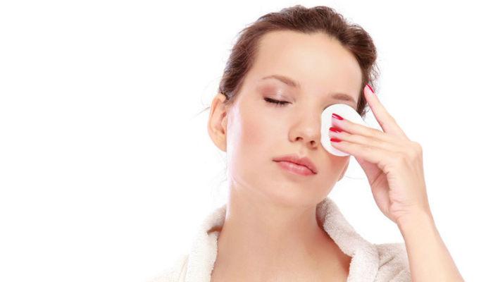 Делаем сами жидкость для снятия макияжа с глаз