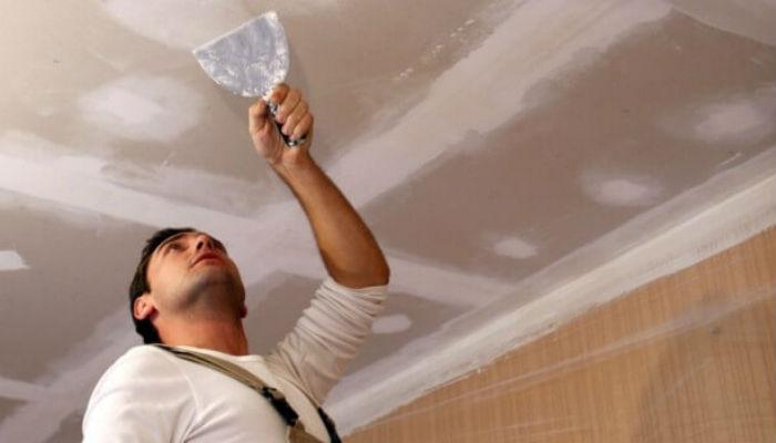 Как заделать трещины на потолке и стенах