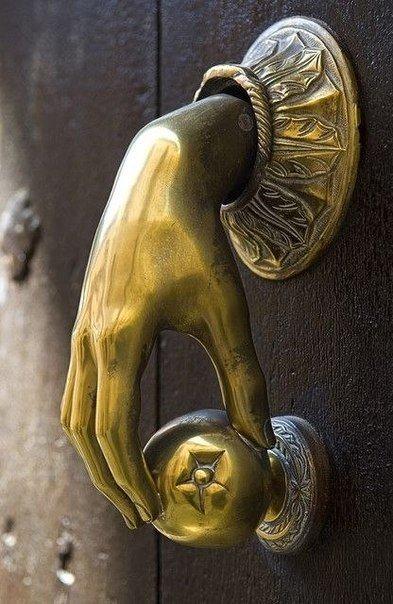 Необычные дверные ручки