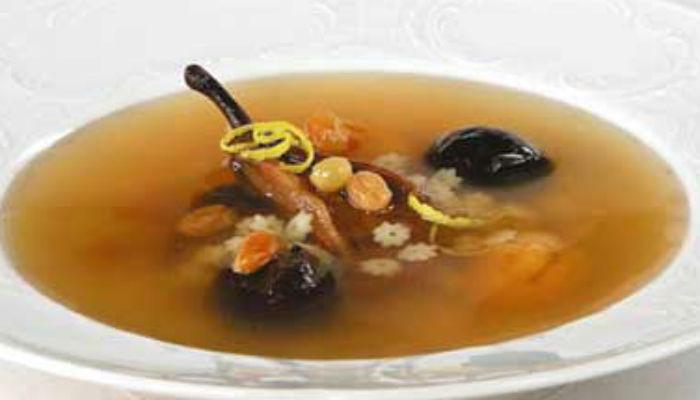 Суп с сухими фруктами и макаронами