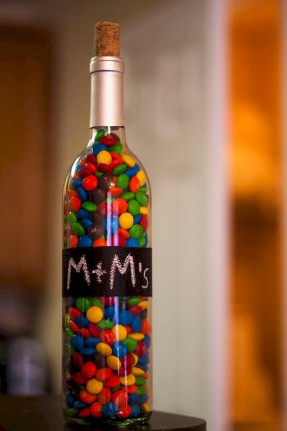 Вот что можно сделать из пустых бутылок из-под вина. Теперь их даже выбрасывать жалко!