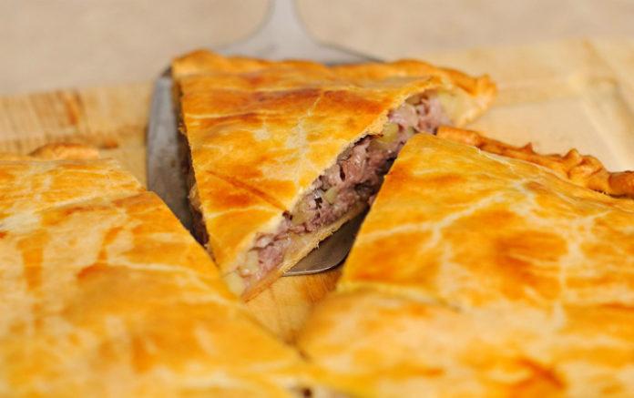 Нежный пирог с мясом и капустой