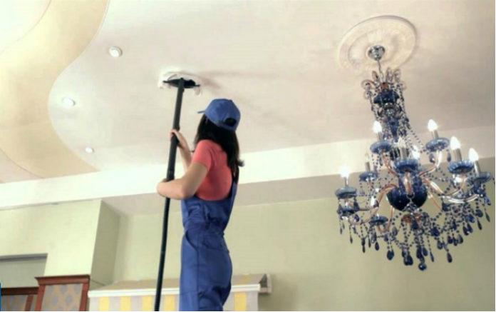Советы по уходу за натяжными потолками