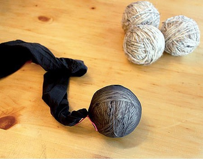 Как смягчить бельё и сэкономить на энергии: самодельные шарики для стирки
