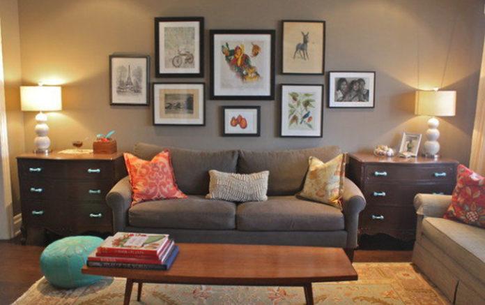 Украшаем стену в гостиной над диваном