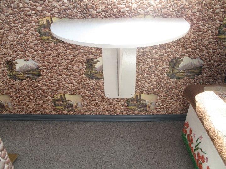 Складной столик для маленького балкона