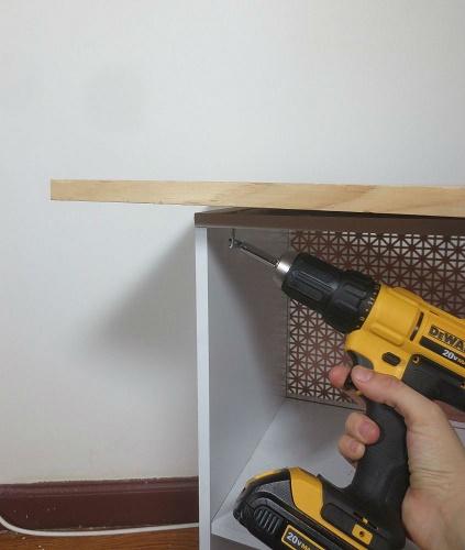 Как превратить старый шкаф в домашний бар