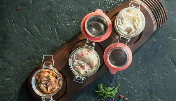Как засолить дома свежую рыбу? 3 рецепта – для осетрины, лосося и омуля