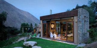 Маленький каменный дом