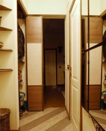 Встроенный шкаф в хрущевке в прихожей