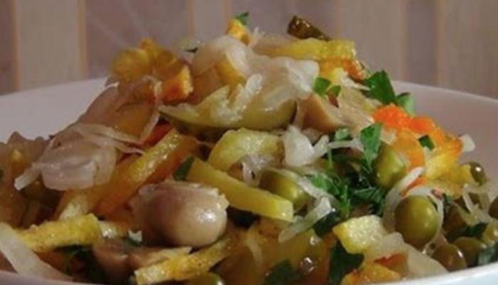 Очень вкусный постный салат! Он придется по душе всем: от мала до велика