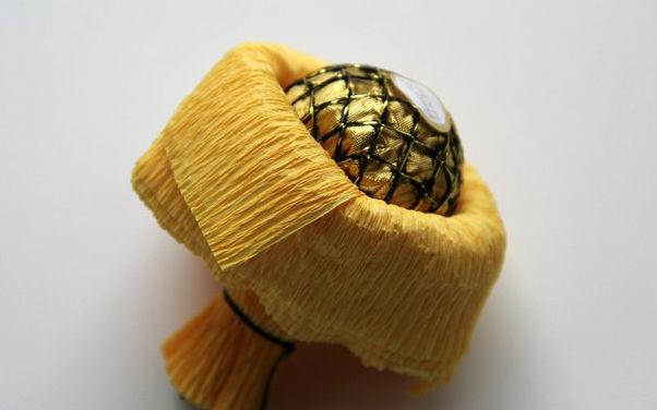 Подсолнухи из конфет и гофрированной бумаги. Мастер-класс