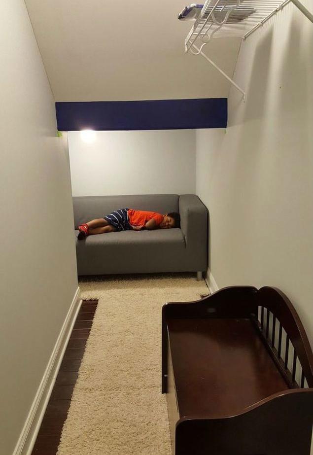 Волшебное превращение чулана под лестницей в игровую для детей