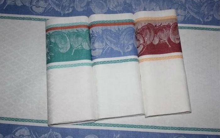 Как отстирать кухонные полотенца с помощью микроволновки