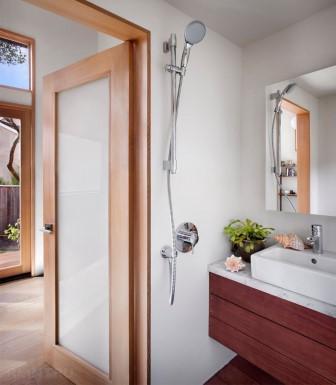 Взгляд изнутри: миниатюрный гостевой домик с потрясающей функциональностью