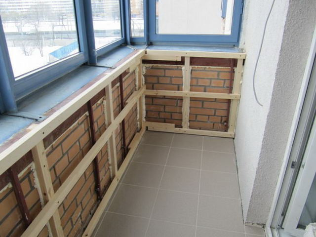Отделка балкона внутри
