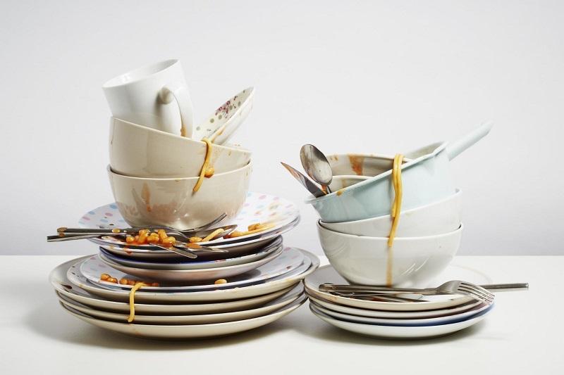 Вот почему мыть посуду в гостях настоятельно не рекомендуется!