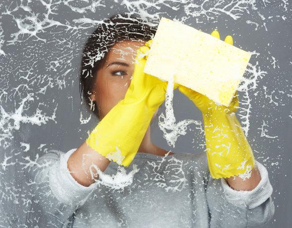 Уборщица или клининговая компания: кому доверить уборку в доме?