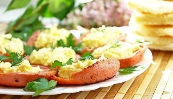 Эту вкуснейшую закуску можно подать на завтрак и даже к праздничному застолью