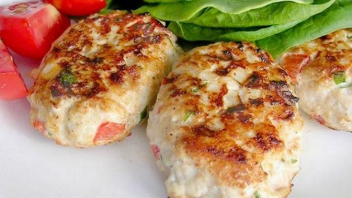 Куриные котлеты с кабачком и рисом, от которых через минуту на вашей тарелке ничего не останется