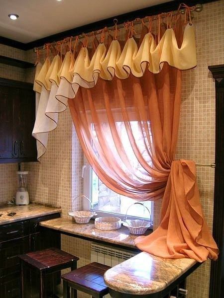 Варианты оформления кухонного окна
