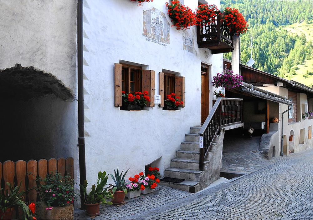 Живописная горная деревушка в Швейцарии