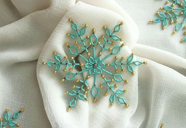 Великолепные снежинки из бисера