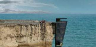 Подвесной домик, расположенный над океаном