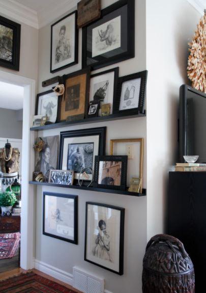 Как эффектно разместить картины в гостиной