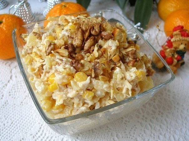 Салат с курицей, ананасом и сыром