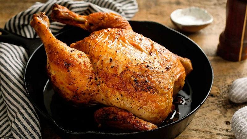 Приготовленная целиком курица