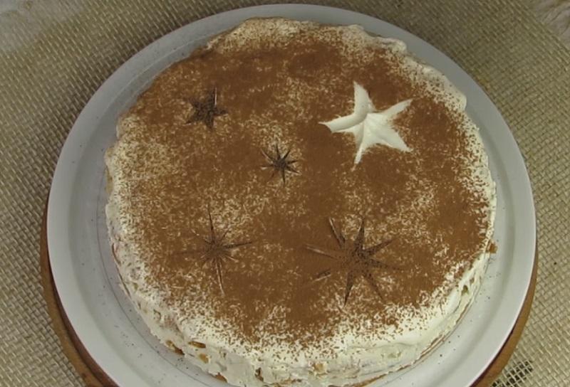 Торт без выпечки с ананасами и творожным кремом