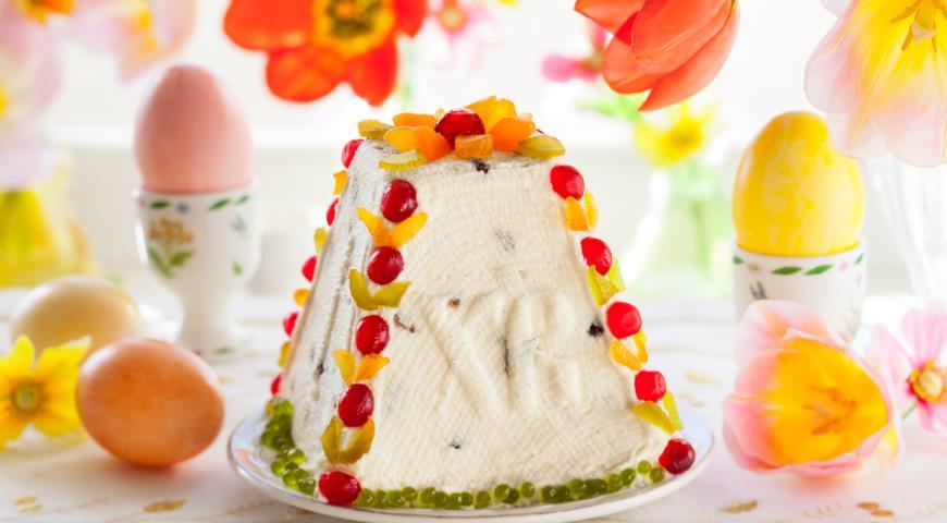 Творожная Пасха к празднику с добавлением яичного желтка