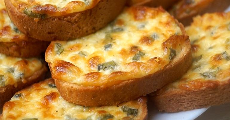 """Вкусные сырные гренки """"Пятиминутка"""""""