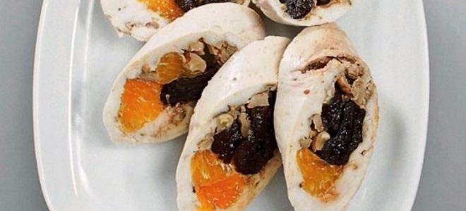 паровой куриный рулет с мандаринами и черносливом