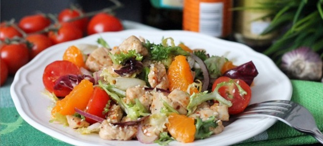 Салат с мандаринами и куриным филе