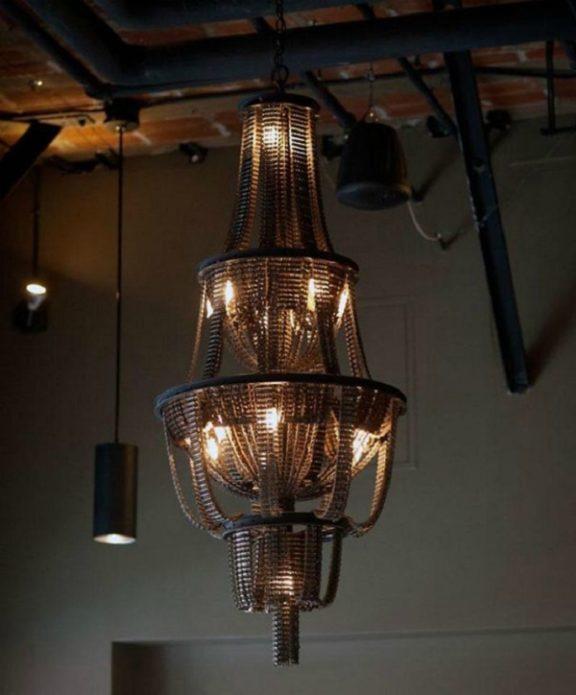 Декор светильника из велосипедных цепей