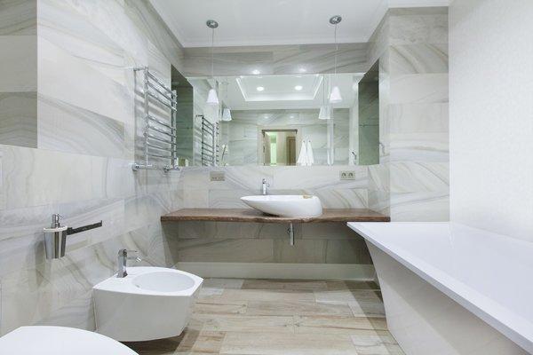 Бывает, что ванна хороша сама по себе, с какой стороны ни посмотри
