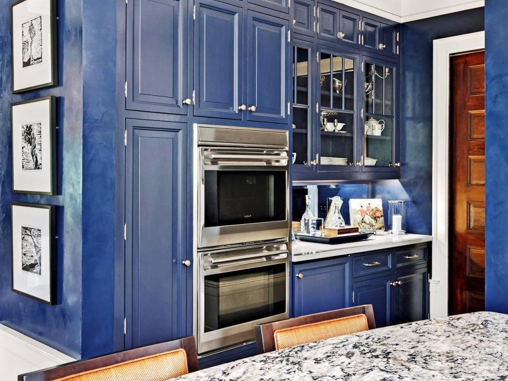 Dark-Blue-Kitchen-Cabinets-Pictures-1024x768