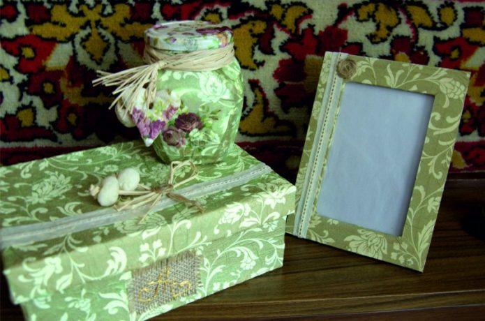 Картонная коробка с оригинальным декором