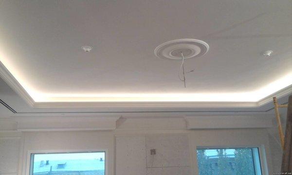 Потолок из гипсокартона.