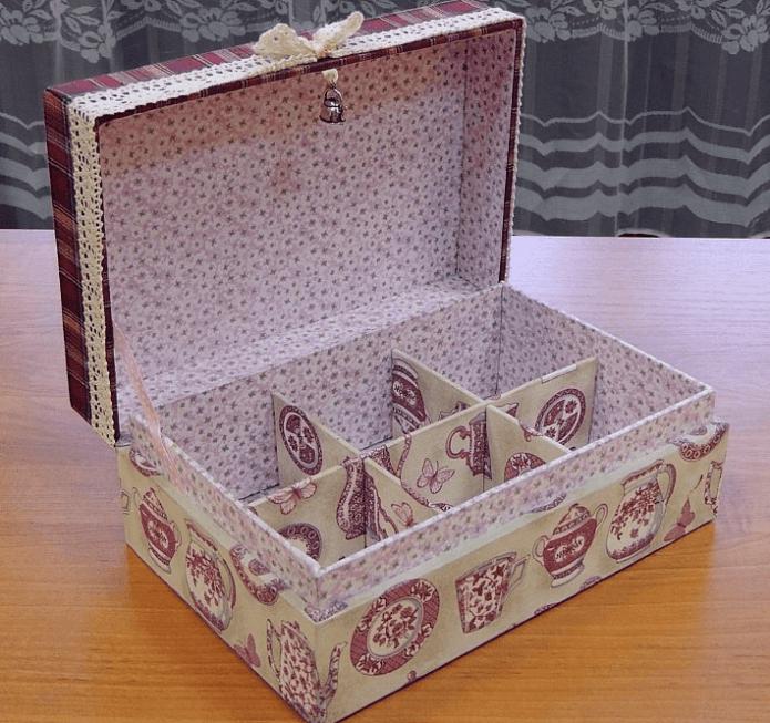 Шкатулка для хранения мелких аксессуаров из обувной коробки