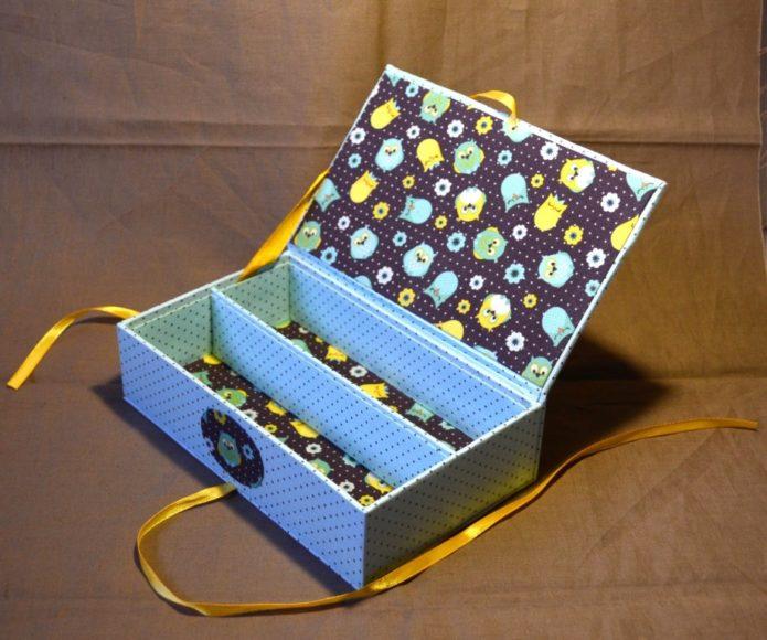 Украшенная коробка для рукоделия