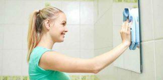 Как и чем вымыть зеркало без разводов