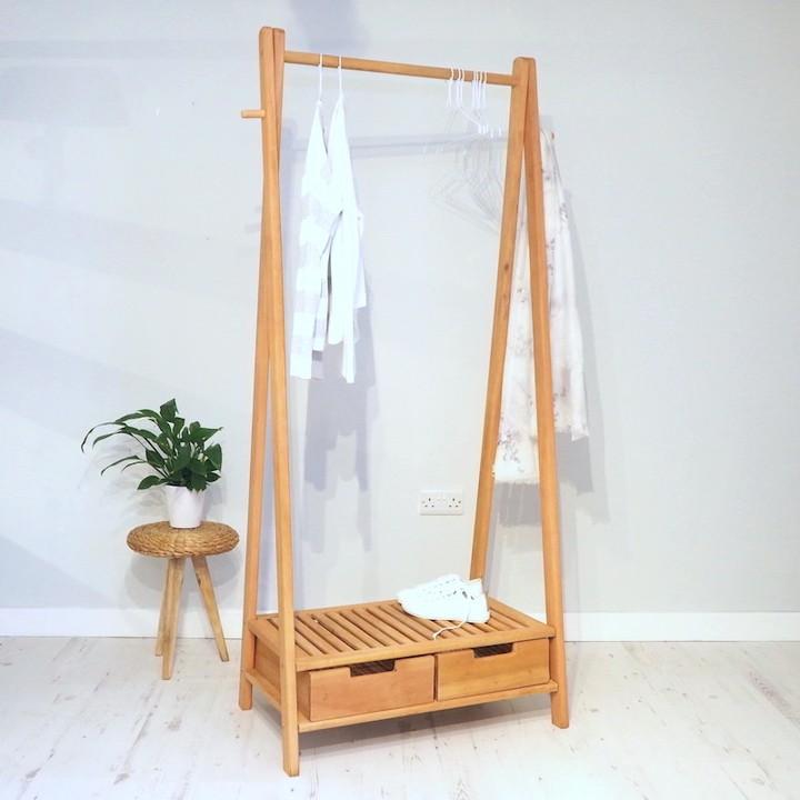 Где хранить вещи в маленькой спальне, если у вас нет гардеробной и большого шкафа?