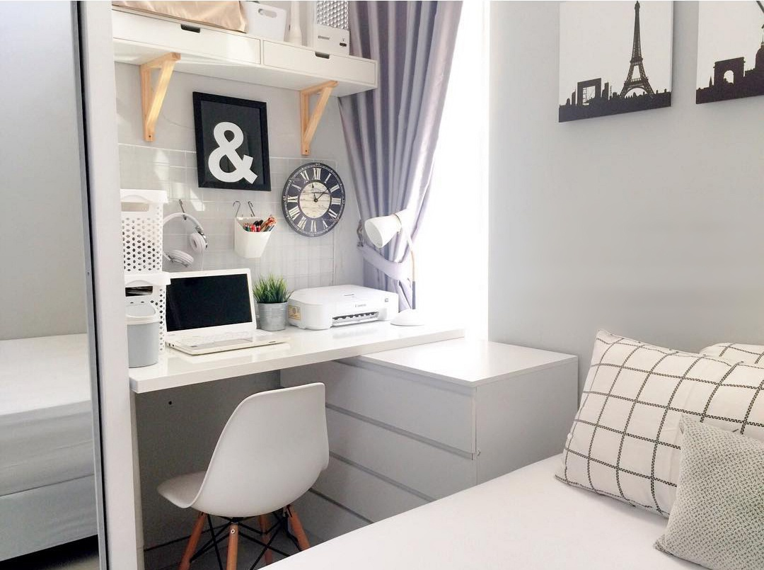 Рабочий стол в маленькой спальне: идеи расположения