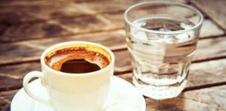 В Турции с кофе подают стакан воды: зачем такое делается Источник: https://novate.ru/blogs/160219/49484/?fbclid=IwAR2FvG9tQUeXKbPlXN9E_T--IoiRm5IHdnBlienH1rOe7IQsj5cB1r_JWwE
